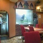 シブ・シャンカル - 厨房がガラス張りで料理する様子が見られます
