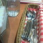 シブ・シャンカル - フォークやスプーンは1皿ごとに換えてもらえるように多数置いてある配慮が嬉しい
