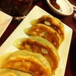 栄記 香辣坊 - もっちり皮の焼き餃子