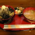鎌倉キネマ堂 - 生シラス丼セット