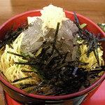 鎌倉キネマ堂 - 生シラス丼