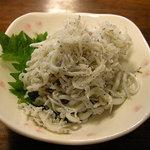 鎌倉キネマ堂 - 名物のシラス