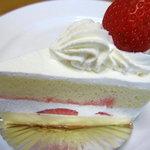 パティスリージェノワーズ - 料理写真:苺ショート\300