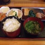 鮮魚料理 伊勢屋 - 料理写真:ぶり煮定食(980円)