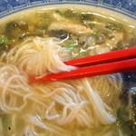 16436329 - 【再訪2012年12月】麺は細麺です。