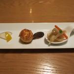 16437633 - 3種類の前菜 キスのエスカベッシュ サワークリームのプチシュー 黒大根とパプリカのマリネ