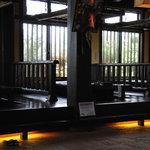 ほたる   - 広いテーブルと堀ごたつ