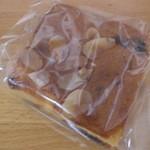 ホームベーカリー ピノ - レーズンとナッツのケーキ(\137-)