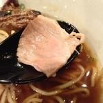 牛薫る麺処 嵐風 - 牛醤油味玉らぁ麺、ロースト肉