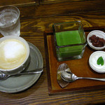 シーフィールド - こちらは、抹茶プリン350円とキャラメルラテ450円。※セットだと50円引きになります。このカップ&ソーサーが特に気に入ったよ~