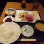 とり将 - お刺身定食600円