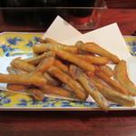 久保田 - 刺身の後は揚げ物はを3品注文してみました先ずはごぼうの唐揚げ380円。