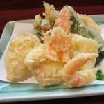 久保田 - 揚げ物のもう一品天婦羅の盛り合わせ780円、天つゆもありましたがこれは添えられたお塩で頂きました。
