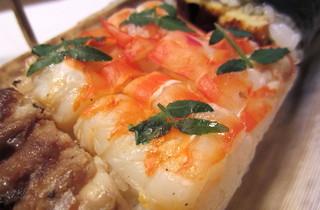 檜垣 - 海老箱寿司。