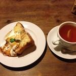 Cafe FLEUR - ケーキセット750円 バナナミルクシフォンケーキ