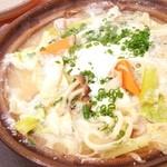 花いちもんめ - 料理写真:上品な白味噌仕立ての 豚味噌煮込みうどん  キノコと野菜もたっぷりで、寒い日にはもってこい(*⁰▿⁰*)