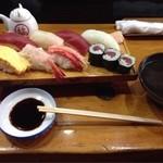 あら井鮨 - 料理写真:にぎりランチ、819円。 お値打ちですね(^_−)−☆