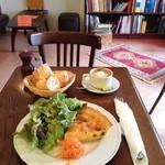 カフェ ミミ - 本日のキッシュ サラダ&バケット付き