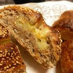 マンマ・ビスコッティーズ・ベーカリー - チーズ入りグレインブレッド