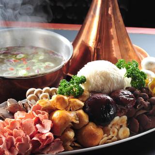 日本では珍しい雲南キノコが食べられます。