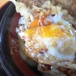 あげたて - 鶏豚丼・・・温泉卵がとろ~り。