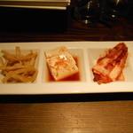 韓国料理 MUN - 前菜の皿