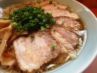 源来軒 - チャーシュー 手前3枚バラ肉 奥3枚カタ?肉