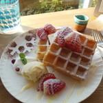 バーチ - 料理写真:本日のデザートワッフル¥680