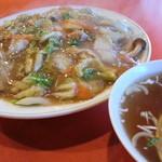 天山 - ヒンホイ:中華飯と天津飯のコラボ