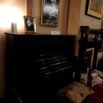 16469699 - アインシュタインが来館時に弾いたピアノ