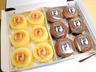 ペイストリー スナッフルス 駅前店 - チーズオムレットと蒸し焼きショコラ(12個入¥1575)
