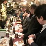 和レー屋 南船場ゴヤクラ - カウンターはご覧の通り、このあとも名残惜しむゴヤクラフリークが続々来店