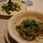 16472489 - バジリコスパゲティと野菜サラダ