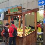 天ぷら 日進堂 - 屋台風な売り場