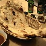 レストラン ザクロ - 2012.12 巨大なナン