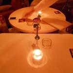 マディグーカフェ - 白を基調とした店内。。。新しい!!