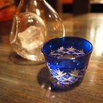 月うさぎ - 地酒はグラスだけでなくお銚子で提供することもできます。