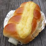 ベーカリーカフェ DELINA - ちくわパン