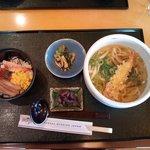 1648231 - 麺とお寿司のセット