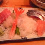 かど番 - 造り(白えび、生タコ、マグロ、トロ、鯖、甘エビ)