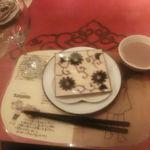 シリンゴル - テーブルセッティングとミルクティー