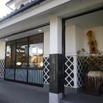 16483003 - 建物左側が「茶房茶遊」さん