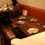 ワイン食堂 SABATORA - ソファー席でゆっくり流れる時間を楽しむことも♪