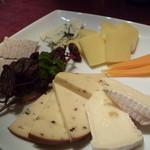 BAR HERMIT - チーズ盛り