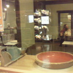 そば処 三日月庵 - 蕎麦打ち ガラス張りでみれます