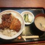 16489532 - 豚丼には味噌汁と漬物がつきます
