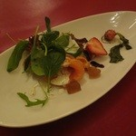 16493528 - ディナー サーモンのサラダ仕立て
