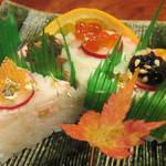 かに道楽 - (p≧▽≦q)御飯物:可愛い寿司ケーキ!絶品すぎます!6つの味のお寿司を堪能できるなんて!食べたことないやん!!
