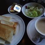 スリーゼ - トーストセット:550円