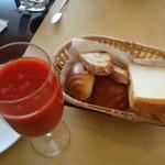 ル・ヴァン - トマトジュースとパン